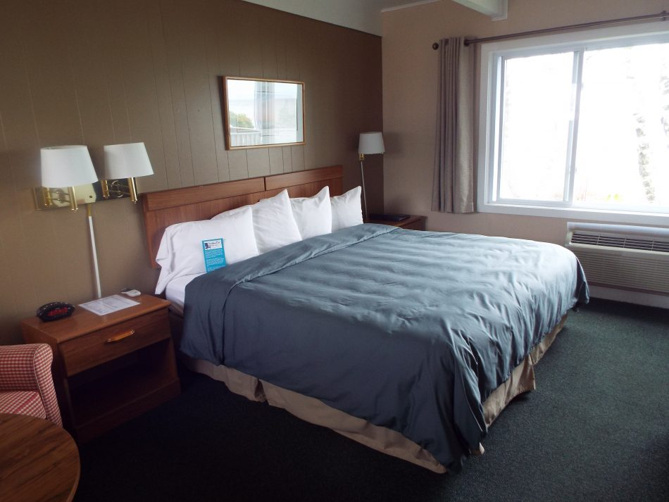 Room 105 king bed