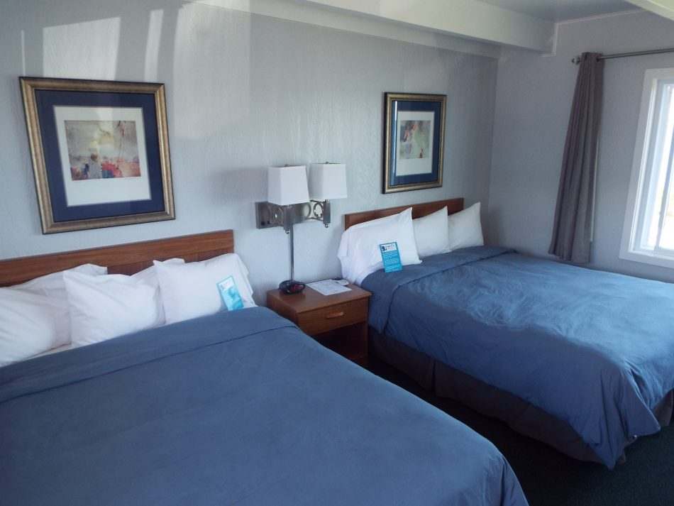Room 101 lakefront two queen beds