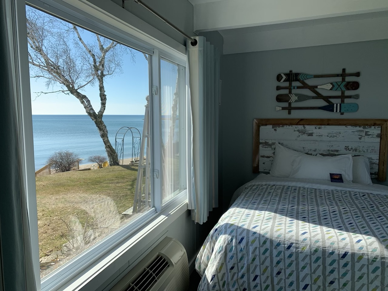 pet friendly, dogs welcome, lake view, two queens, camp theme, beach view, Lake Michigan,