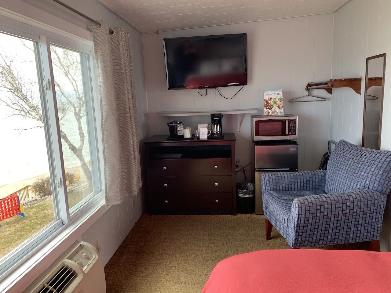 Room 201 Amenities Flat screen TV, Coffee Pot, Microwave and charging dock