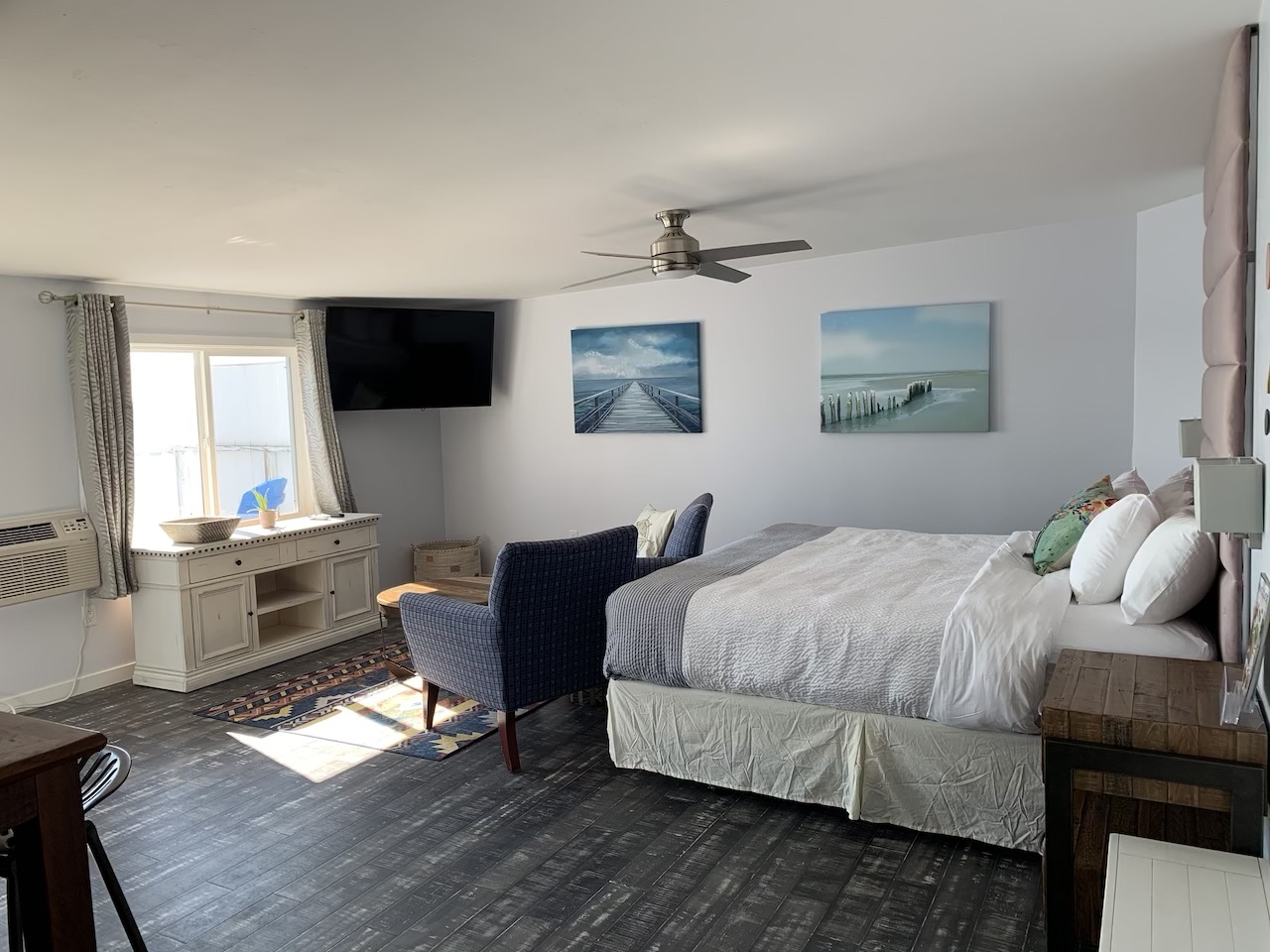 This brand new suite features a private balcony, modern furnishing, a kitchenette and a large bathroom overlooking our beautiful sand beach.