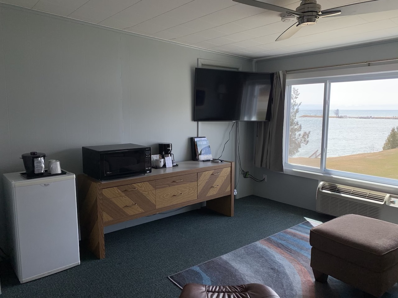 Room 207 Amenities mini fridge, coffee maker, Large Flat screen TV, Microwave and charging dock